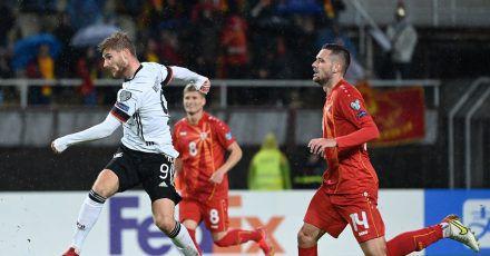 Stürmer Timo Werner (l) belohnt sich für eine engagierte Leistung mit dem Treffer zum 2:0.