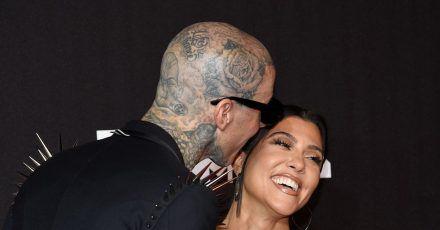 Travis Barker (l) und Kourtney Kardashian bei den MTV Video Music Awards in New York.