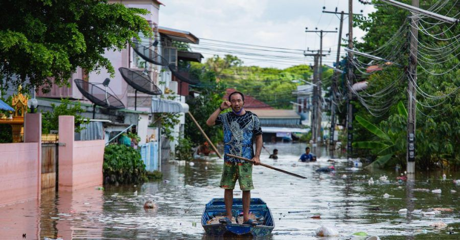 Nach schwerem Monsunregen in Thailand stehen vor allem in den Zentralregionen mindestens 70.000 Häuser unter Wasser.