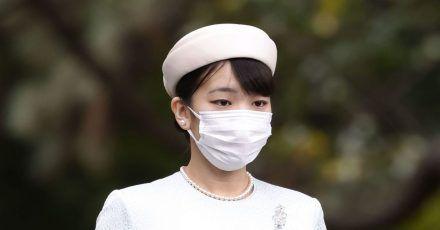 Die japanische Prinzessin Mako macht sich auf den Weg, um in den Heiligtümern des Kaiserpalastes in Tokio Gebete zu sprechen.