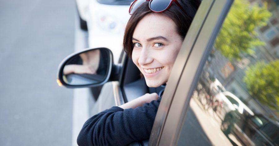Freude beim Fahren und Sparen: Bei einem Wechsel der Versicherung lassen sich durchaus Einsparungen erzielen.