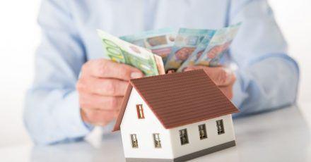 Pflegeheime werden nicht mehr nur von Großanlegern finanziert. Auch Kleinanleger können sich beteiligen.