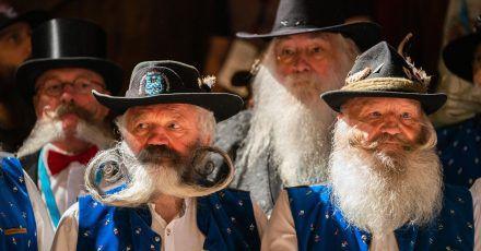 Gezwirbelt oder gerade? Teilnehmer der Bart-Olympiade zeigen ihre Gesichtsbehaarung.