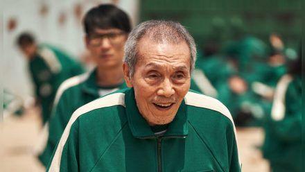 """O Yeong-su mimt in """"Squid Game"""" den dementen """"Spieler 001"""". (stk/spot)"""