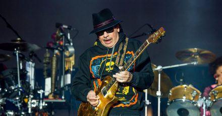 Carlos Santana musiziert auf seinem neuen Album mit zahlreichen prominenten Gästen.