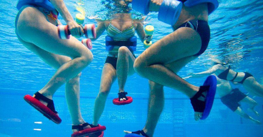 Entlastung dank Auftrieb: Im Wasser trainiert man nur mit einem Bruchteil des eigenen Körpergewichts.
