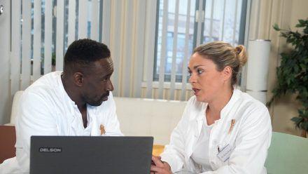 """""""Rote Rosen"""": Hendrik ist erleichtert, dass Britta sich in Bezug auf die Hopkins-Operation hinter ihn stellt. (cg/spot)"""