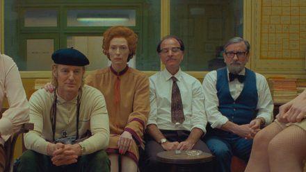 Stars in Pastellfarben: Ein typisches Standbild aus einem Wes-Anderson-Film. (stk/spot)