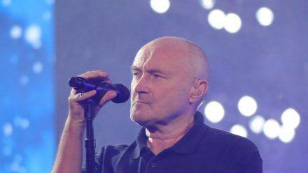 Phil Collins kann durch körperliche Einschränkungen nur noch im Sitzen performen. (aha/spot)