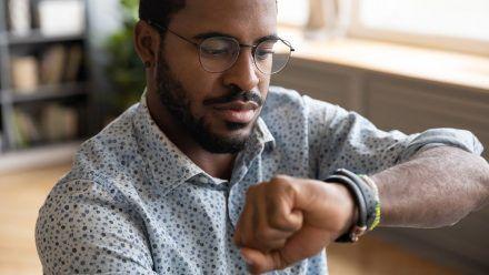 Auch das noch! Handy und Smartwatch bedrohen die klassische Armbanduhr