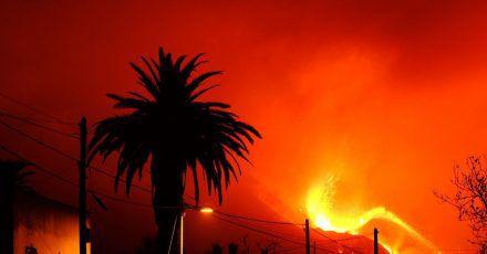 Aus dem Vulkan in der Cumbre Vieja auf La Palma fließt weiter Lava.