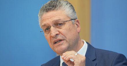 Lothar Wieler bei einer Pressekonferenz. Der Präsident des Robert Koch-Instituts sieht sich massiven Bedrohungen ausgesetzt.