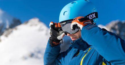Durchblick ist auf der Piste essenziell - die Skibrille sollte daher keine Kratzer haben.