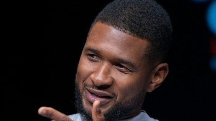 Usher hat das erste Foto seines neugeborenen Sohnes veröffentlicht. (jom/spot)