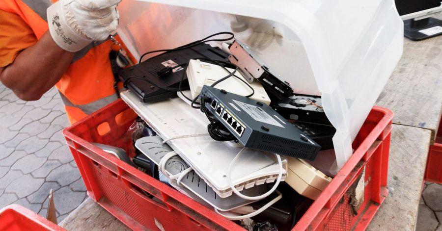 Alte Geräte lassen sich in vielenWertstoffhöfen zurückgeben. Oder beim Händler.