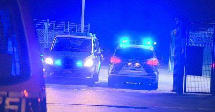 Die Polizei rückte mit etlichen Einsatzkräften und Fahrzeugen aus, da einAnschlag zunächst nicht ausgeschlossen werden konnte.