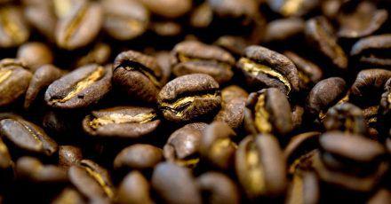 Aus Kaffeebohnen lässt sich nicht nur ein Kaffee zubereiten. Geröstete Bohnen sind auch Geschmacksträger und können beim Kochen von Gerichten zum Einsatz kommen.