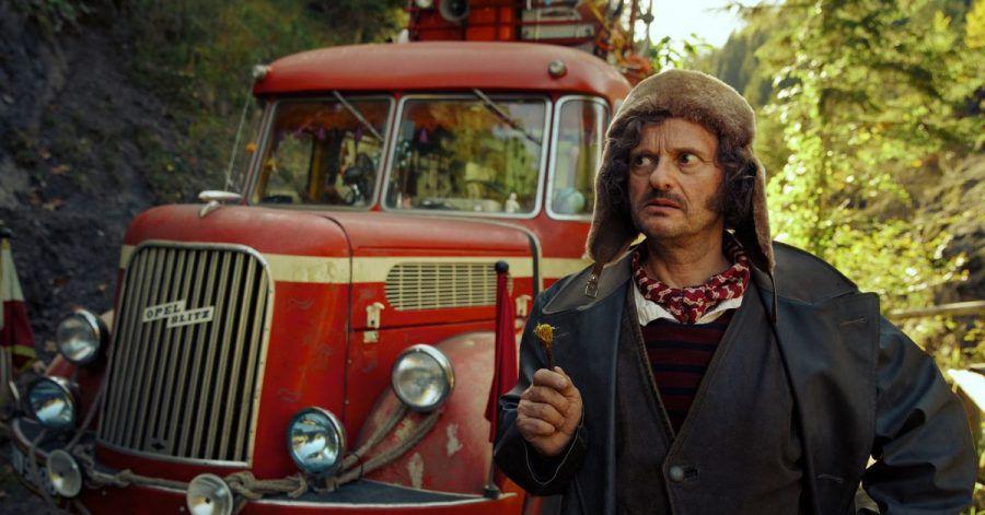 """Milan Peschel als Mister Morrison in einer Szene des Films """"Die Schule der magischen Tiere""""."""