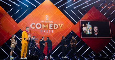 «Ich freue mich riesig über diese Auszeichnung, vor allem für das ganze Team», sagt Entertainer Michael «Bully» Herbig (r) in seiner Dankesrede.