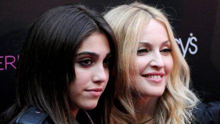 Lourdes Leon (l.) 2010 mit Mutter Madonna. (smi/spot)