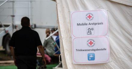 Das DRK stellte in den ersten Wochen nach dem Hochwasser an vielen Orten mobile Arztpraxen auf.