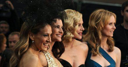 """Die Schauspielerinnen Sarah Jessica Parker (l-r), Kristin Davis, Kim Cattrall und Cynthia Nixon bei der Premiere des Films """"Sex and the City 2""""."""
