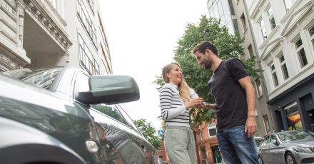 Autofahren wird immer teurer? Mag sein, aber bei der Versicherung lässt sich unter Umständen noch ein wenig sparen.