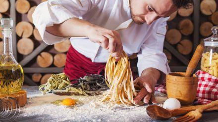 Ob mit oder ohne Nudelmaschine: So gelingt selbstgemachter Pastateig jedes Mal. (ncz/spot)