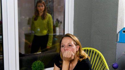 """""""Alles was zählt"""": Ina (r.) bereut es nicht, um Chiara gekämpft zu haben. (cg/spot)"""