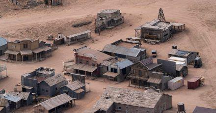 Diese Luftaufnahme zeigt die Bonanza Creek Ranch nach dem tödlichen Schuss aus einer Requisitenwaffe auf die Chef-Kamerafrau am Set eines Westerns.