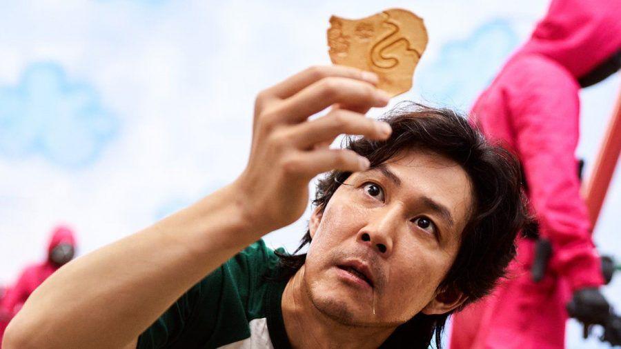 """Gi-hun (Lee Jung-jae) muss in """"Squid Game"""" seine Geschicklichkeit unter Beweis stellen. (aha/spot)"""