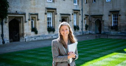 Die belgische Prinzessin Elisabeth auf dem Campus des Lincoln College an der Universität Oxford.