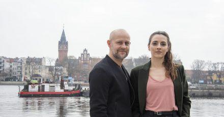 Robert Heffler (Jürgen Vogel) und die junge Kriminalhauptkommissarin Kay Freund (Seyneb Saleh).