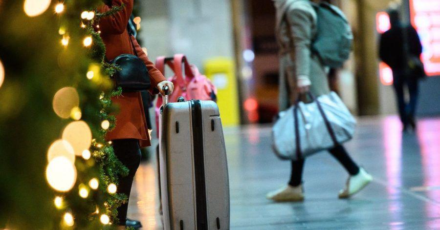 Wer um die Weihnachtszeit günstig und komfortabel ans Ziel kommen möchte, kann zum Beispiel an den Feiertagen selbst reisen.