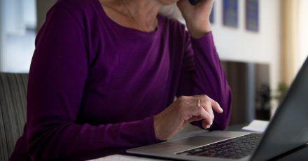 Studien zufolge wird im Homeoffice zwar mehr gearbeitet, aber die Kommunikation leidet.