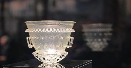 Ein spätrömisches Glasgefäß aus einem Grab in Burgund.