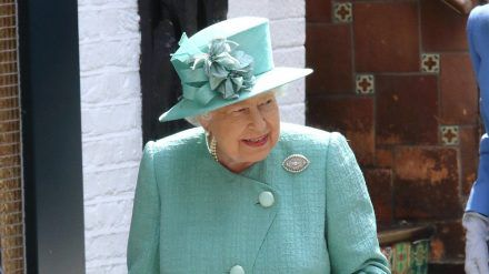 Die Queen stellt neue Mitarbeiter ein. (hub/spot)