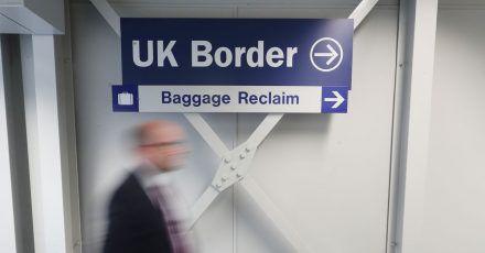 Bei der Einreise nach England ist für vollständig Geimpfte eine weitere Hürde gefallen. Statt eines teuren PCR-Tests ist seit Sonntag nur noch ein Schnelltest notwendig.