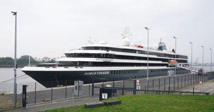 Expeditions-Kreuzfahrtschiff «World Voyager» in Hamburg:Nicko Cruises führt auf allenReisen eine 2G-Regel ein.