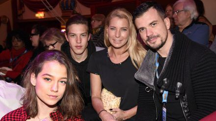 Giulia Siegel mit Freund Ludwig Heer und den Zwillingen Mia und Nathan Wehrmann