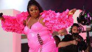 Wow-Auftritt: Lizzo geht im transparente Fummel zu Cardi Bs Party