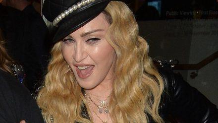 Gibt Madonna hier zu, dass sie Drogen nimmt?