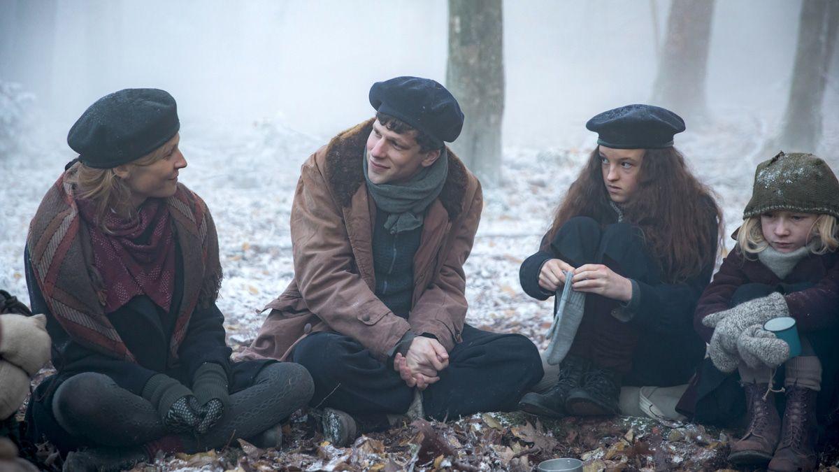 """Filmkritik: """"Resistance"""" mit Eisenberg & Schweighöfer zeigt unbekannten Marcel Marceau"""