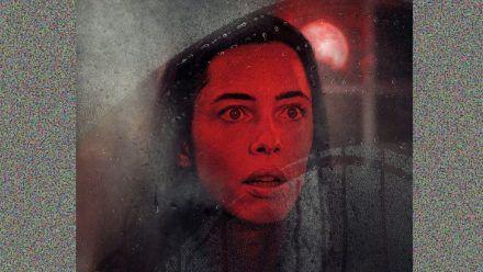 """""""The House at Night"""": Eine einsame Witwe, die nicht allein im Haus zu sein scheint…"""